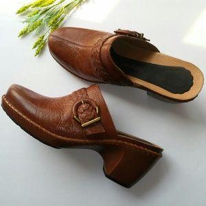Nurture Leather Clogs